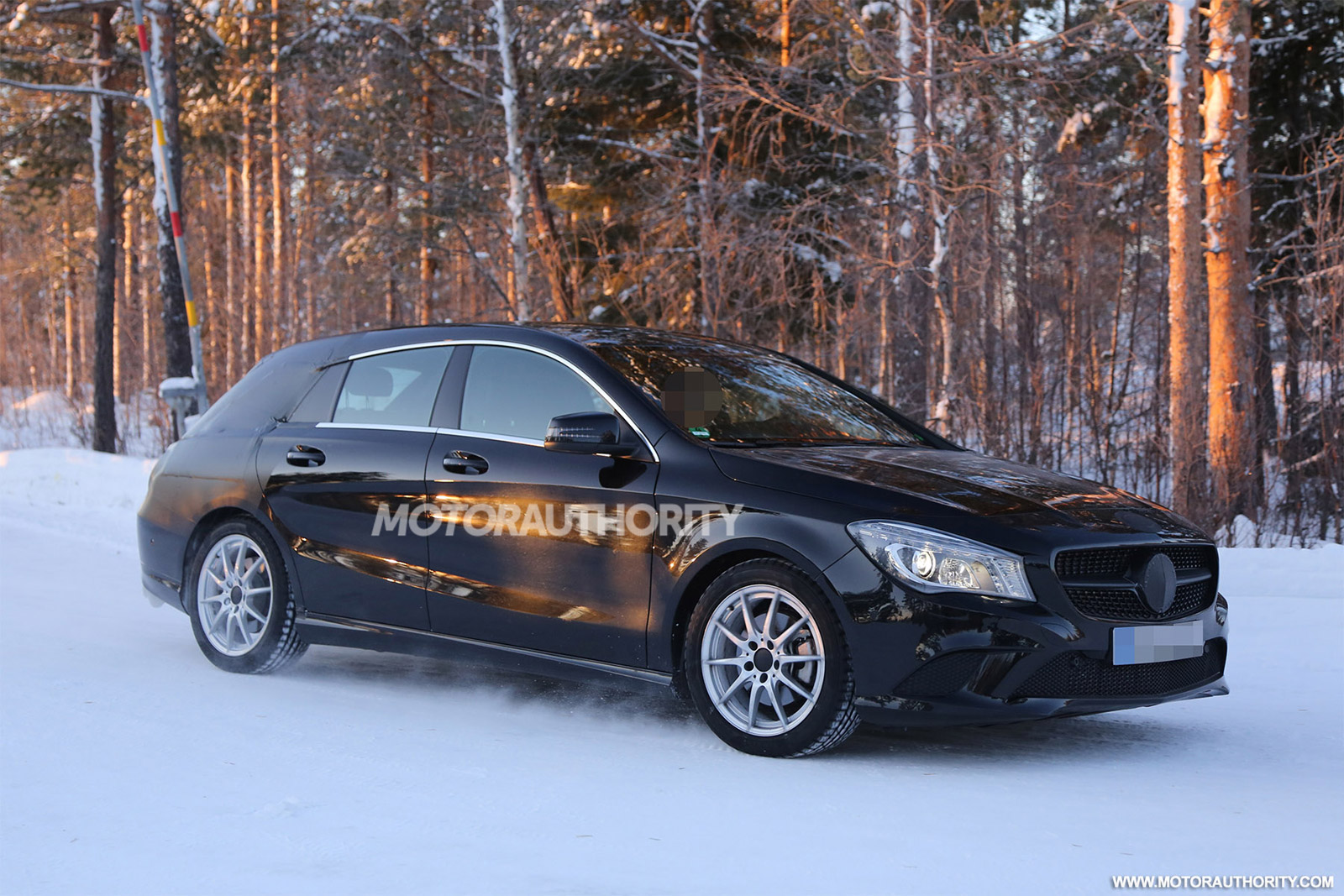 2015 mercedes benz cla shooting brake mercedes benz. Black Bedroom Furniture Sets. Home Design Ideas