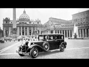 1930-Mercedes-Benz-Nurburg-460-Popemobile-St-Peters-Square-1280x960